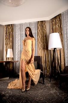 sukienki wieczorowe długie