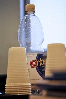 naczynia jednorazowe plastikowe na piknik