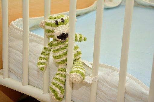 łóżeczko niemowlęce białe