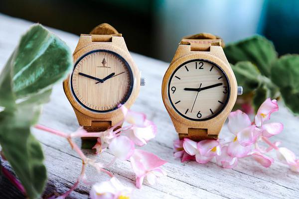 zegarki męskie drewniane na bransolecie