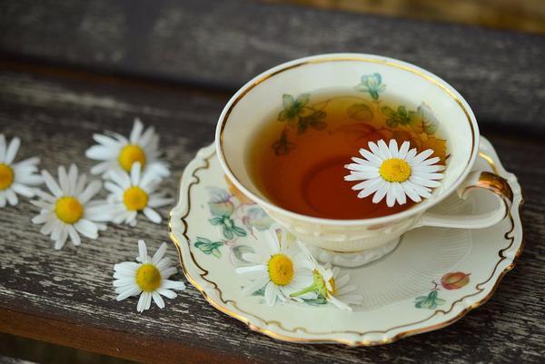 wygodny dzbanek do herbaty z zaparzaczem